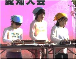 全国お茶サミットのメインステージで大正琴を演奏